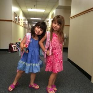 NIna e Maitê na nova escola!