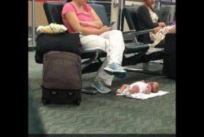 Quem deixa o bebê no chão desse jeito?