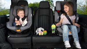 Cadeirinha para carro é lei e protege crianças